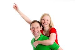 Pares jovenes en un abrazo Foto de archivo libre de regalías