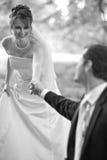 Pares jovenes encantadores de la boda Fotos de archivo libres de regalías