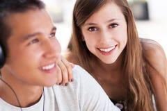 Pares jovenes felices Imagen de archivo