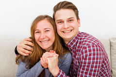 Pares jovenes felices Fotos de archivo libres de regalías