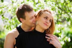 Pares jovenes felices en amor Imagen de archivo