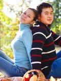 Pares jovenes felices en amor Imagen de archivo libre de regalías