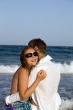 Pares jovenes hermosos en la playa Fotografía de archivo libre de regalías