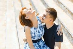 Pares jovenes hermosos y felices Foto de archivo libre de regalías