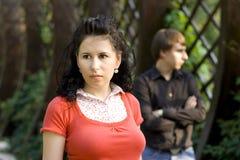 Pares jovenes infelices Fotos de archivo
