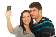 Pares jovenes que toman la foto Imagenes de archivo