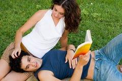 Pares jovenes románticos Imagen de archivo