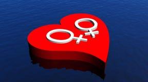 Pares lesbianos en el corazón rojo que flota en el océano Foto de archivo libre de regalías