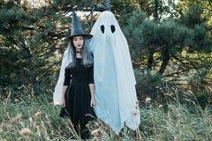 Pares lindos de Halloween Foto de archivo