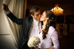 Pares lindos do casamento Imagens de Stock