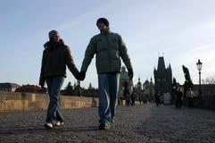 Pares Loving em Praga Fotos de Stock Royalty Free