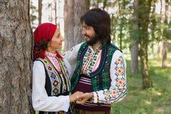 Pares loving no traje búlgaro Foto de Stock Royalty Free