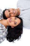 Pares Loving que encontram-se no assoalho Imagens de Stock Royalty Free