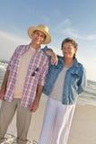 Pares maduros em férias na praia Foto de Stock Royalty Free