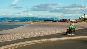 Pares maduros na praia do Minehead Foto de Stock Royalty Free
