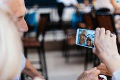 Pares maduros que toman el selfie Fotos de archivo libres de regalías