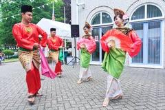 Pares malaios bonitos da dança Fotografia de Stock