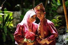 Pares malayos de la boda Imagen de archivo libre de regalías