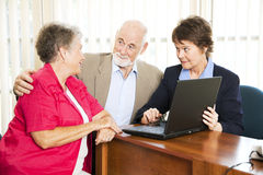 Pares mayores con el consejero financiero Imágenes de archivo libres de regalías