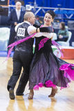 Pares mayores de la danza de Nesterovich Igor y de Verbol Nataliya Performs European Standard Program Imágenes de archivo libres de regalías