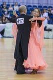 Pares mayores de la danza de Poddubnyak Oleg y de Puddubnyak Irina Performs European Standard Program Fotos de archivo