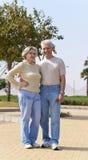 Pares mayores en el centro turístico Fotos de archivo