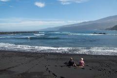 pares mayores en el océano fotos de archivo libres de regalías