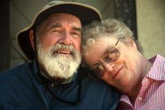 Pares mayores en el pórtico Fotografía de archivo libre de regalías