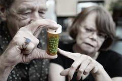 Pares mayores en el país con la prescripción Fotos de archivo libres de regalías