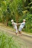 Pares mayores en un bosque tropical Foto de archivo libre de regalías