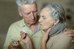 Pares mayores enfermos Fotografía de archivo
