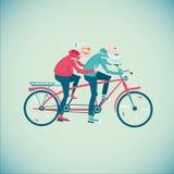 Pares mayores que montan una bicicleta Imágenes de archivo libres de regalías