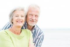 Pares mayores sonrientes Imagen de archivo libre de regalías