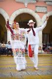 Pares mexicanos de los bailarines Imagenes de archivo