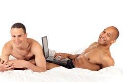 Pares mezclados del homosexual de la pertenencia étnica Fotos de archivo