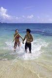 Pares mezclados en Hawaii Fotografía de archivo
