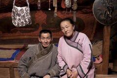 Pares mongoles en Ger Imágenes de archivo libres de regalías