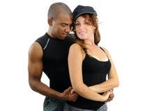 Pares multirraciales en actitud del baile Imagenes de archivo