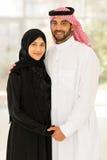 Pares musulmanes que llevan a cabo las manos Fotos de archivo libres de regalías