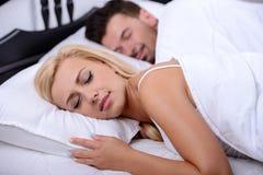 Pares na cama Imagem de Stock