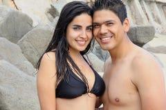 Pares na praia mexicana Fotografia de Stock
