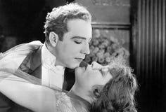 Pares no abraço romântico Imagens de Stock Royalty Free