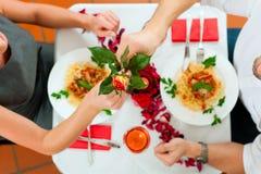 Pares no almoço ou no jantar Imagem de Stock Royalty Free