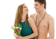 Pares no amor com flores fotografia de stock royalty free