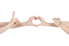 Pares no amor que guarda um coração de papel vermelho em suas mãos isoladas no fundo branco Imagem de Stock