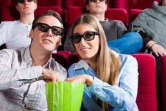 Pares no cinema Imagens de Stock