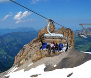 Pares no Esqui-elevador switzerland Imagem de Stock