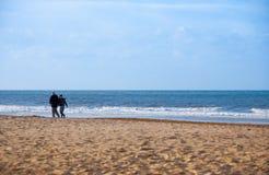 Pares no mar Fotos de Stock Royalty Free