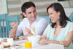Pares no pequeno almoço foto de stock royalty free