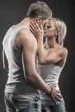 Pares novos apaixonado no amor Foto de Stock Royalty Free